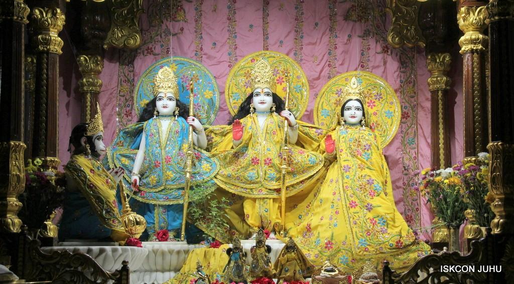 ISKCON Juhu Mangla Deity Darshan 22  Nov 2016 (37)