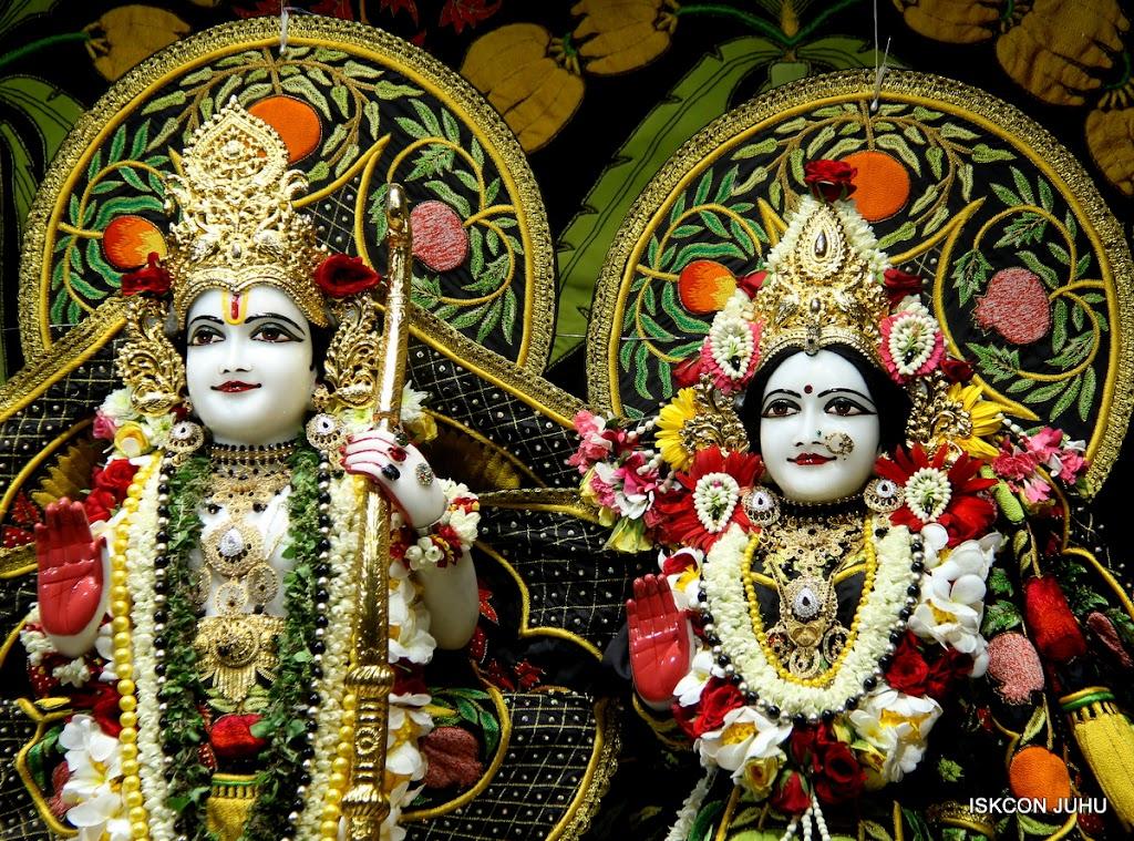 ISKCON Juhu Sringar Deity Darshan on 4th June 2016 (19)