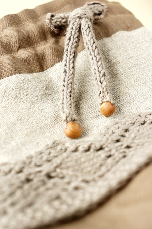 Knitted i-cord drawstring