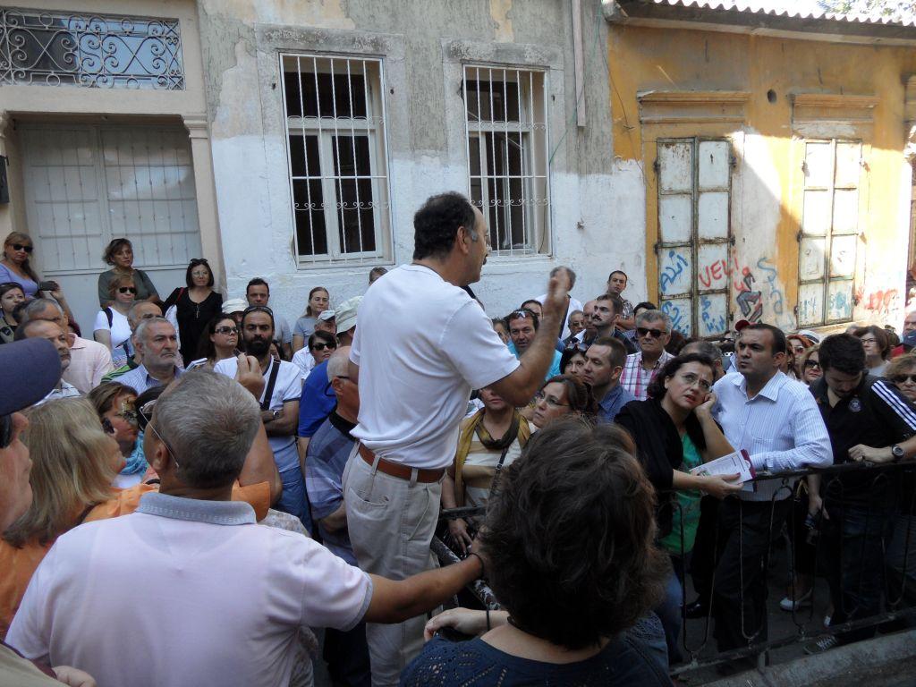 Basmane Gezisinde Kilise Önünde Anlatı