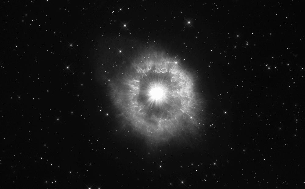 Immagine in colori originali di AG Carinae ripresa da Hubble. Image credit NASA.