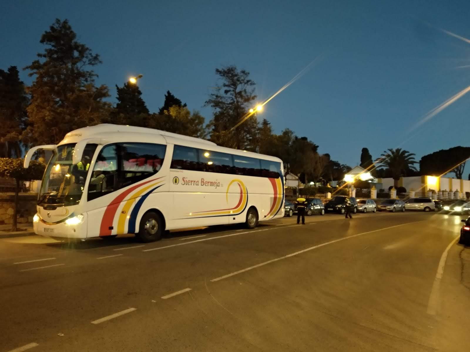La Policía Local realiza controles de alcohol y drogas a los conductores de autobuses escolares