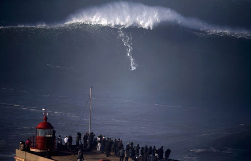 Nazare-big-onde-7