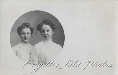 Olga and Tillie Hoglund Crookston ant