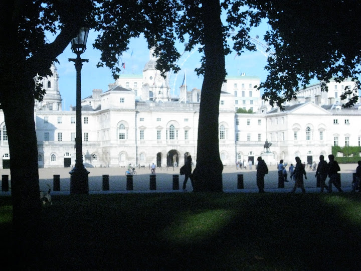 household cavalry museum from st james park