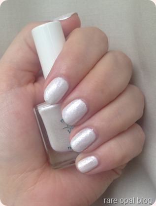 Essence Little X-Mas Factory Nail Polish in the Shade Let's Take an Elfie