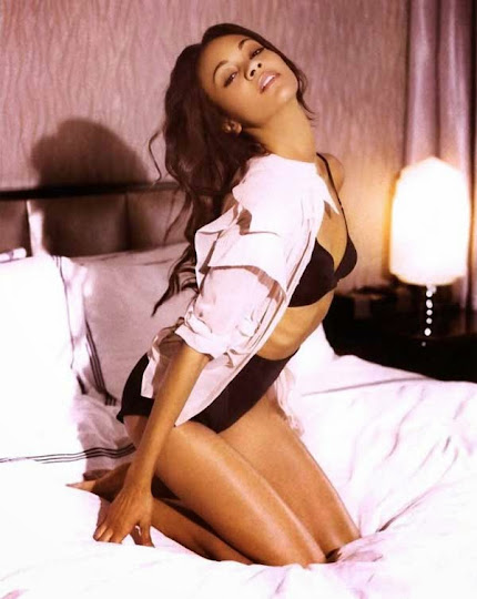 Zoe Saldana, en la cama