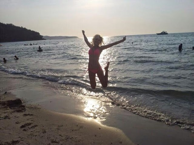 holka skáče, žena skáče, šťastná žena, žena na pláži, žena v plavkách, pláž, skok, thajská pláž, pláže v thajsku, thajské pláže, moře v Thajsku, moře Pattaya, moře Bangkok, moře Thajsko, kristyna vacková, kristýna vacková, kristýna thajsko, blog thajsko, kristýna vacková eshop, kristýna vacková blog, czech expat, czech expat blog, czech expat thajsko, expat thajsko, bangkok 2014, nepokoje v thajsku,  život v zahraničí, práce v zahraničí, fashion house, fashion house cz, fashion house blog, thajsko, dovolená v thajsku, thajsko na vlastní pěst, thajsko bez cestovky, rady do thajska, blog o thajsku, blog o životě v thajsku, blog o cestování, kristýna vacková, chatuchak park, co navštívit v Bangkoku, dovolená v Bangkoku, ubytování v bangkoku,Thajské království, Thajsko, dovolená v Thajsku, Thajsko na vlastní pěst, thajsko bez cestovky, letenky do thajska, kam v Bangkoku, ubytování v Bangkoku, nákupy v bangkoku, modelka, modelka na střeše, mrakodrap, fashionhouse, fashion house, fashion house blog, šaty, dlouhé šaty, džínsové šaty, džínové šaty, jeansové šaty, letní šaty, výprodej letních šatů, levné šaty, češka žijící v zahraničí, češka žijící v Thajsku, Kristýna Vacková, nejlepší blog, český blog, zajímavý český blog, blog o cestování, blog o thajsku, lifestyle český blog, módní blog, fashion český blog, rooftop, kam v thajsku, průvodce po thajsku, plavky, levné plavky, bandeau plavky, bikiny, výprodej plavek,Thajsko, thajská pláž, thajská vlajka, blog o cestování, blog o cestování po thajsku, cestování po thajsku, dovolená v thajsku, pattaya, pattaya dovolená, cestování bez cestovky, thajsko bez cestovky, thajsko na vlastní pěst, pláž v thajsku, pláž pattaya, pláž v pattaye,Thajsko, pláž v thajsku, dovolená v thajsku, dovolená phuket, maya beach, pláž z filmu Pláž, cestování na vlastní pěst, cestování bez cestovky, thajsko bez cestovky, ráj na zemi, pláž, thajská pláž, kam na dovolenou, maya beach, pláž maya beach, pláž phuket,dámské oblečení, dámské stylové oblečení,