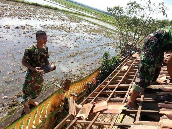 Anggota Kodim 0829/Bangkalan dikerahkan Bantu Korban Puting Beliung