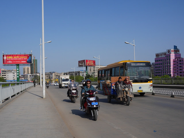 motorbikes, motorized tricycle cart, bus, truck, and cars on the Hengxiang Bridge in Hengyang