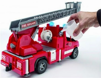 Các chi tiết và bộ phận trên chiếc Xe cứu hỏa có thang BRU02532 đều tinh xảo