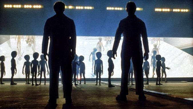 há uma tentativa de chegar a um acordo com as raças extraterrestres  07