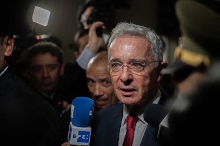 Suspenden audiencia en la que se definiría libertad de Álvaro Uribe