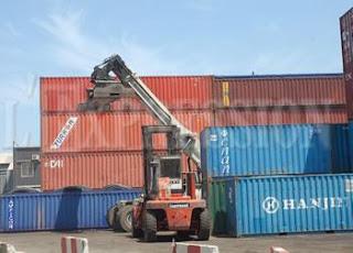 Port d'Oran: De vieux pneus dans les 4 conteneurs