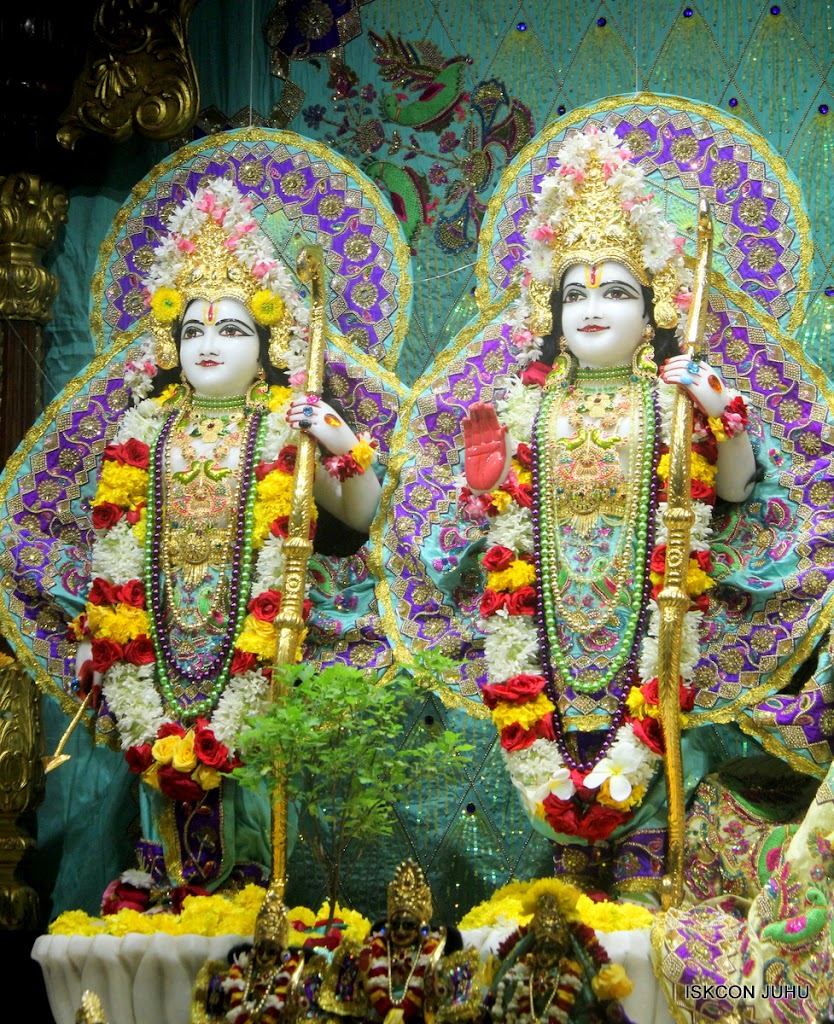 ISKCON Juhu Sringar Deity Darshan on 24th July 2016 (38)