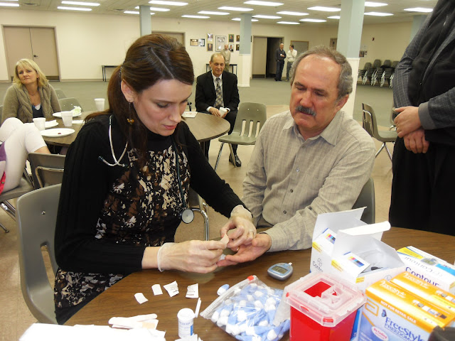 Spotkanie medyczne z Dr. Elizabeth Mikrut przy kawie i pączkach. Zdjęcia B. Kołodyński - SDC13536.JPG