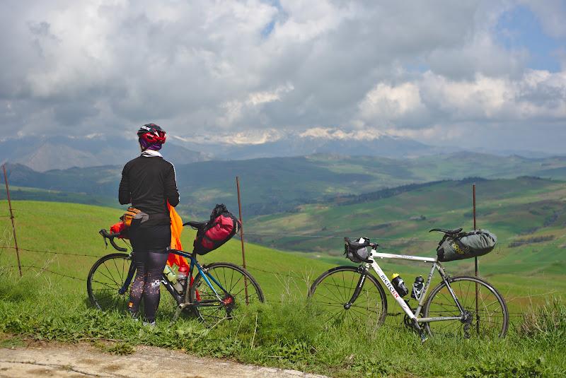 In departare muntii Madonie care ne-au atras privirile timp de o dimineata.