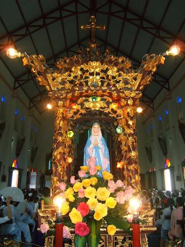 SẮC HOA THÁNG NĂM Dâng kính Đức Maria, Mẹ Thiên Chúa  Thứ Tư, ngày 01/05/2013