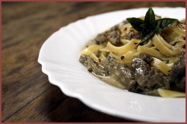 talharim ao molho de carne e gorgonzola1