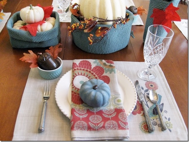 CONFESSIONS OF A PLATE ADDICT Transitional Fall Tablescape
