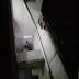 Mãe de ressaca espanca e ameaça de morte o próprio filho de 9 anos após ele fazer faxina errada; veja vídeo