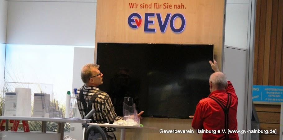 Aufbau des EVO-Stands am hainburger Martinsmarkt 2015