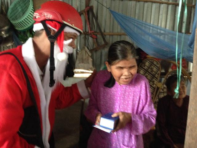 HĐKT Chia sẻ Giáng Sinh: Những bước chân rộn rã