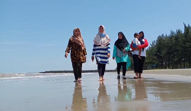 Libur Akhir Pekan, Nikmati Pantai di Tengah Pandemi