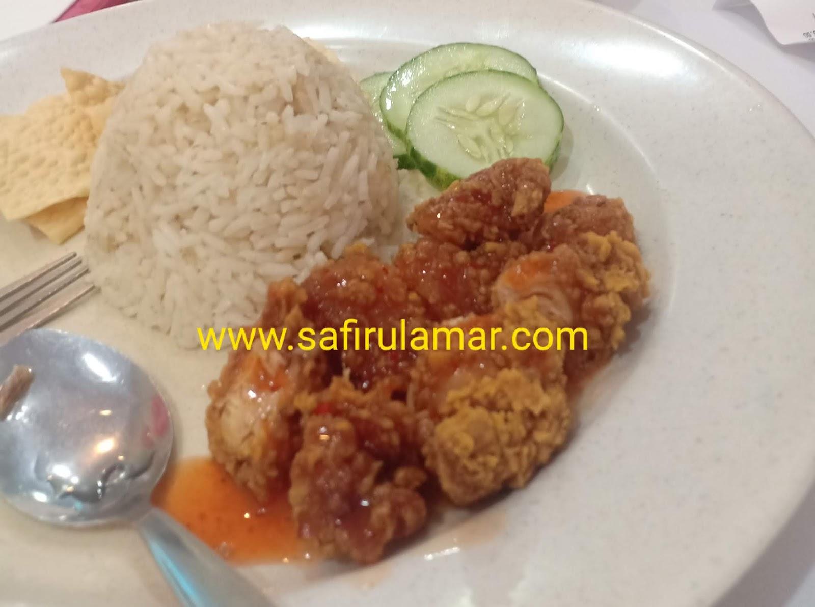 makan nasi ayam di marry brown