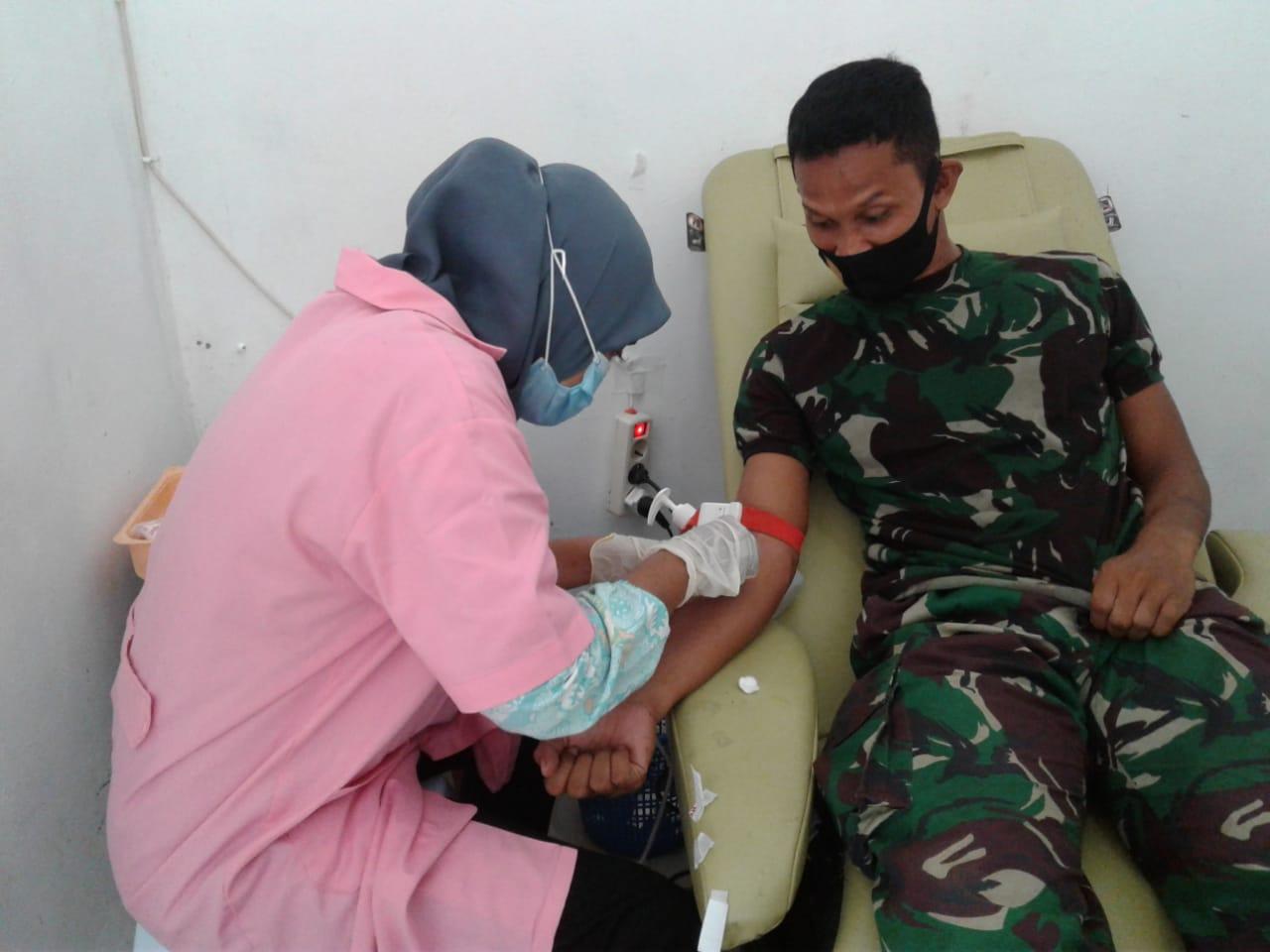 Satgas Yonarmed 9 Kostrad Memberian Donor Darah Kepada Warga Sangowo Timur