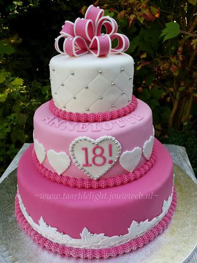 18 jaar taart Verjaardagstaarten / Taarten fotogalery | Taartdelight.jouwweb.nl 18 jaar taart