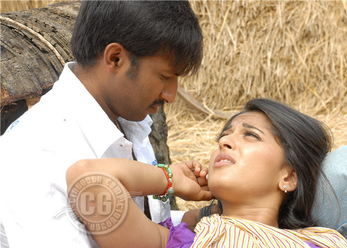 Anushka Shetty Gopichand Lip To Kiss In Telugu Film Lakshyam