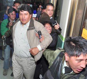 Edgar Patana es aprehendido a causa del uso indebido de 14 autos en su gestión