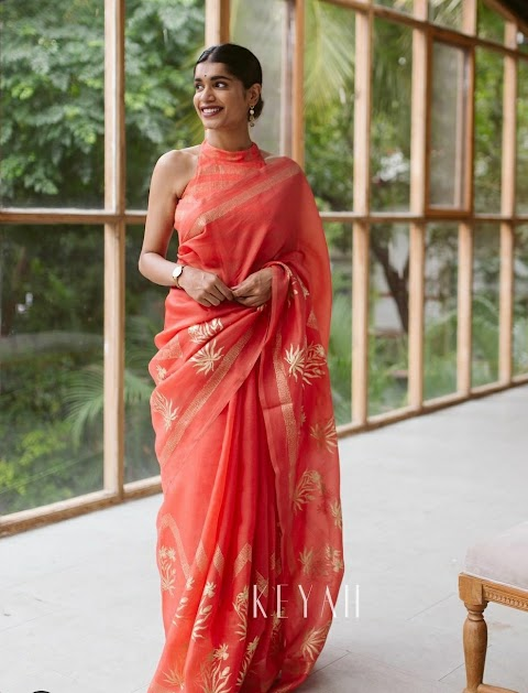 The Versatility Of Minimalist Sarees Can Witness From This Brand Collection!