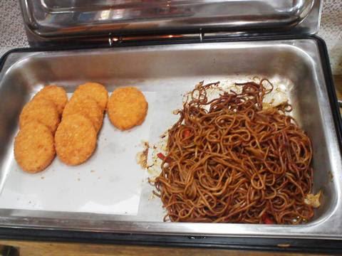 ビュッフェコーナー(コロッケ・焼きそば) ブレーメン
