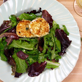 Green Salad with Warm Goat Cheese Rounds