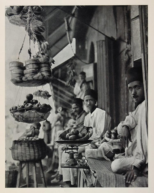 Fruit sellers in Hyderabad, a photogravure by Martin Hurlimann, 1928