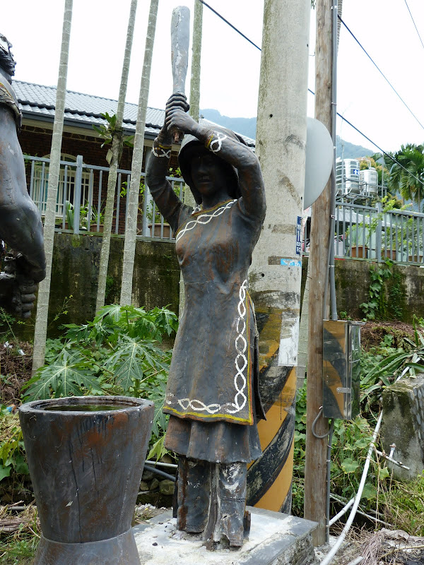 Puli  en passant , entre autres, par les villages de l ethnie Bunum de Loloko et Dili. J 10 - P1160976.JPG