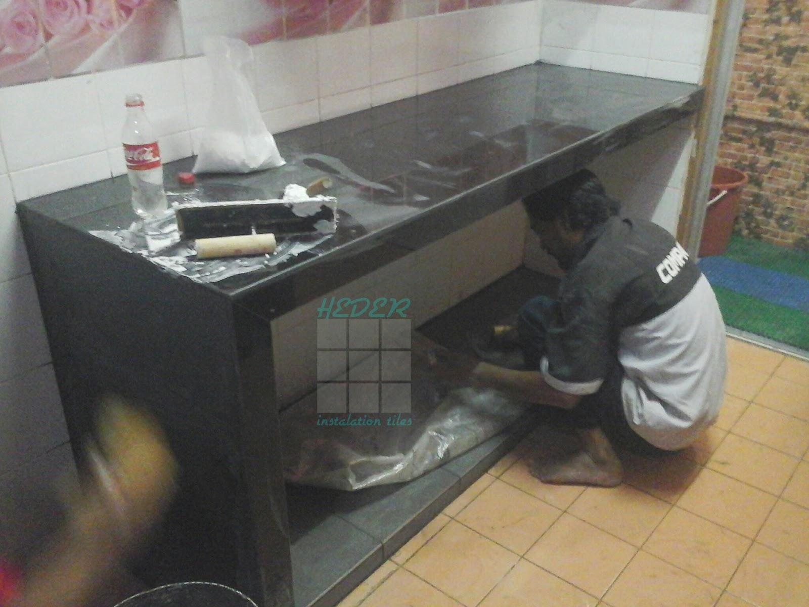 Meja Dapur Sudah Siap Yang Kat Bawah Tabletop Ade Naik 2inci Saya Letak Tiles 1 1kaki 30 30cm Warna Hitam Sesuai Dengan