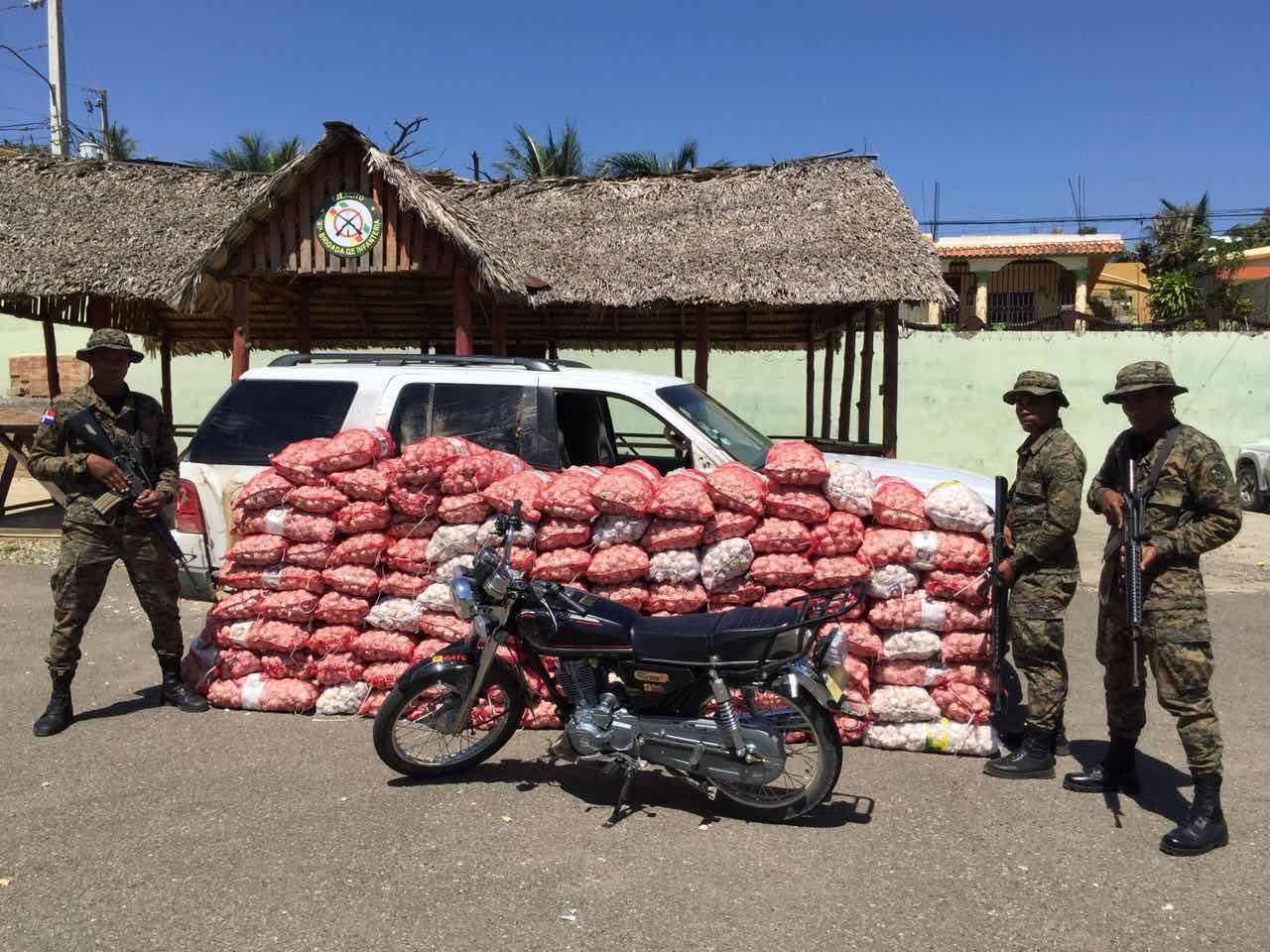 Miembros de la cuarta brigada del Ejército dan otro golpe contra el contrabando