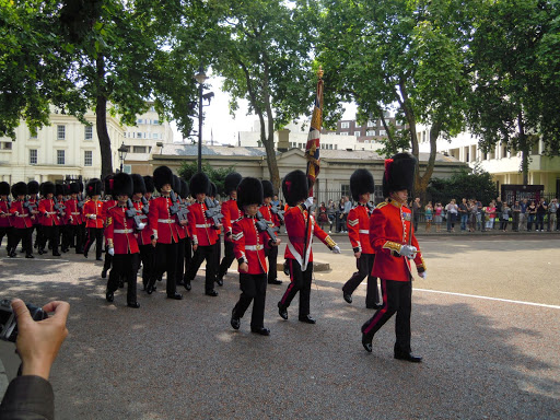 Where to stand during the Changing of the Guards, Buckingham Palace