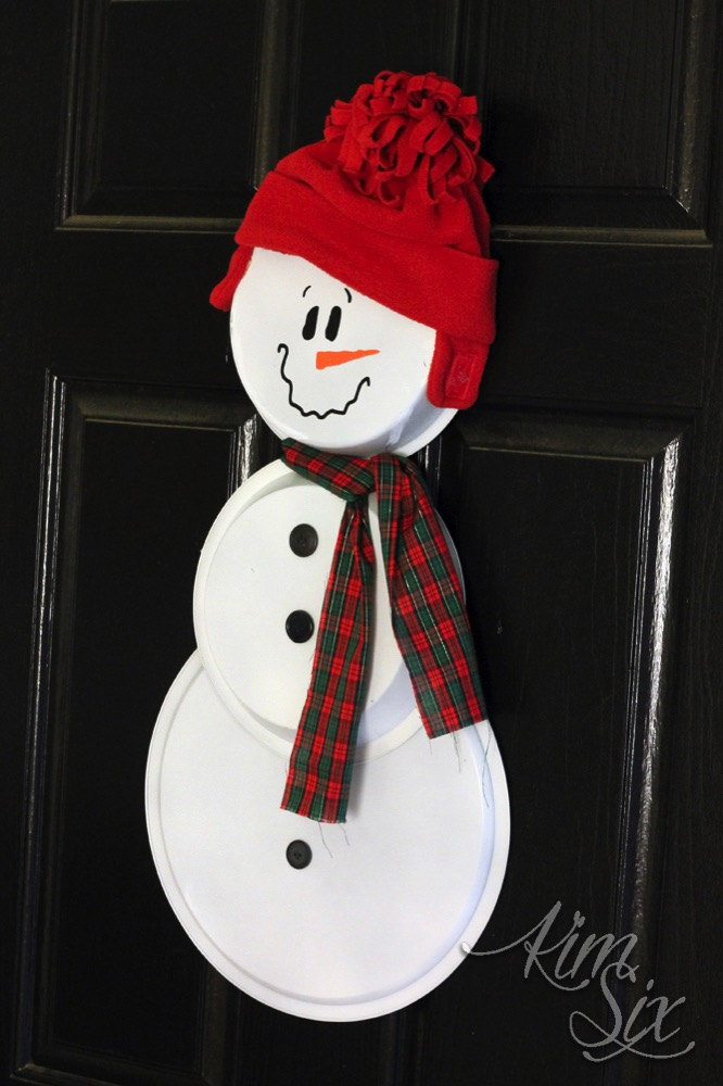 Painted pie pan snowman