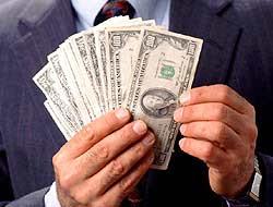 mano-billetes-dinero-09