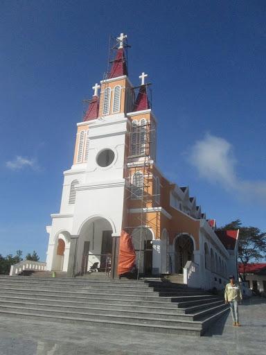 Giáo xứ Trà Kê đang tất bật dọn về nhà mới.