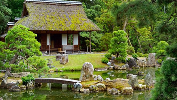 Jardín japonés con cabaña