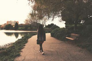 A solas . . .
