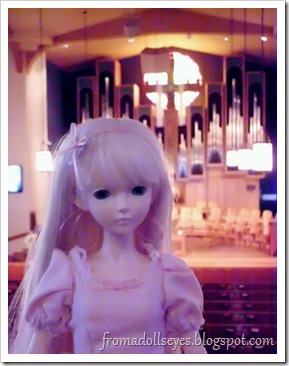 Traveling with Dolls: Bjd at Church