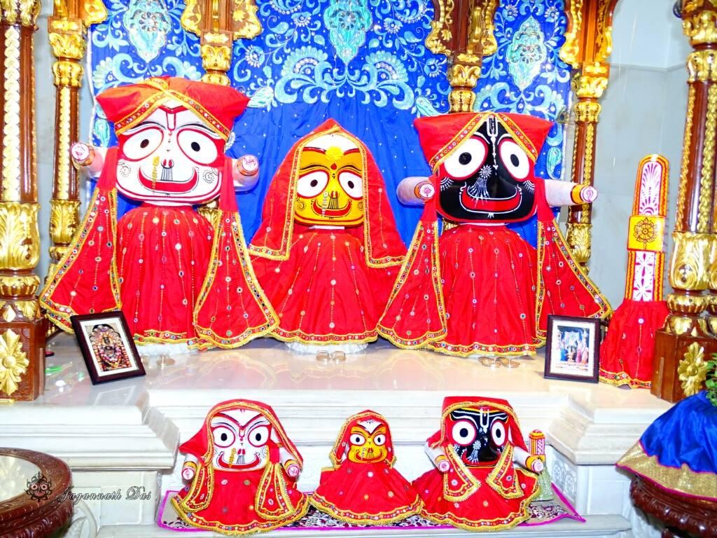 ISKCON Mira Road Mangal Deity Darshan 01 Mar 2016 (9)
