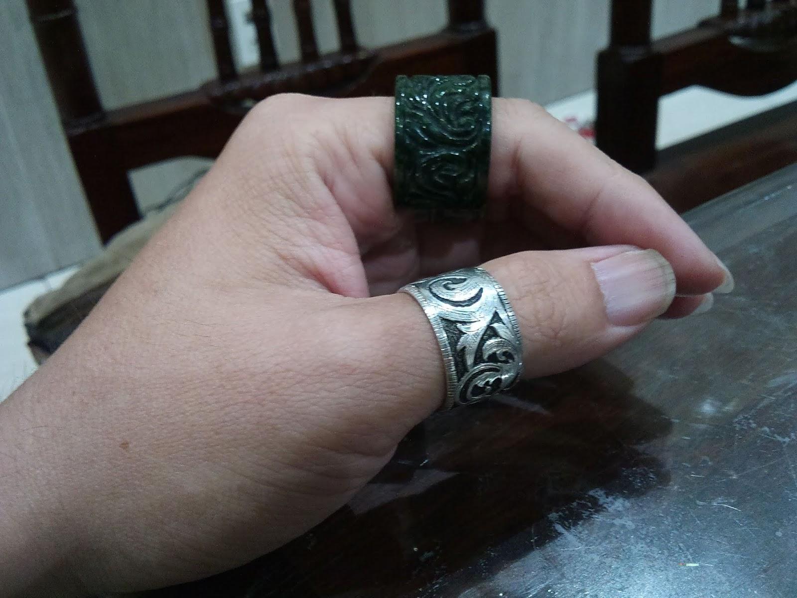 Nhẫn điêu khắc