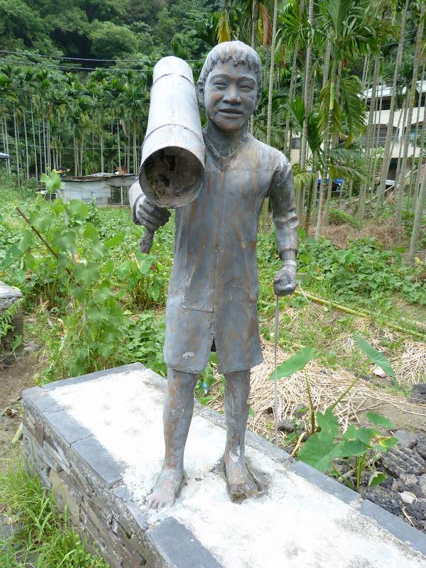 Puli  en passant , entre autres, par les villages de l ethnie Bunum de Loloko et Dili. J 10 - P1160970.JPG